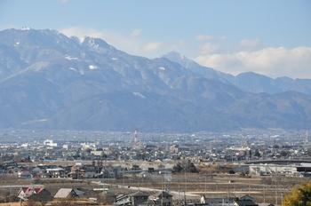甲府盆地からの甲斐駒と鳳凰三山.jpg