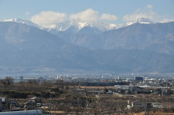 甲府盆地からの白根三山.jpg